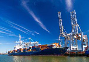Containerskib ved kaj
